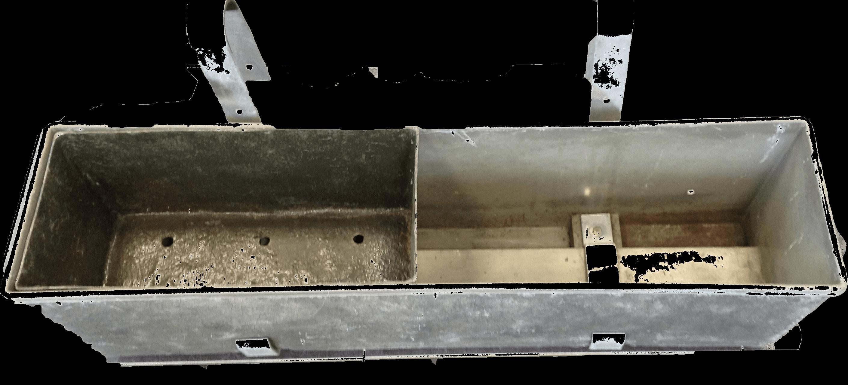 110x27x27 cm incl. ophangbeugels, met 2 losse binnenbakken.